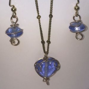 Jewelry - 💙Beautiful cobalt glass wire wrap